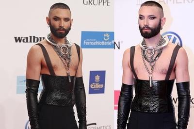 Nghệ sĩ đồng tính xuống tóc mặc corset hở ngực