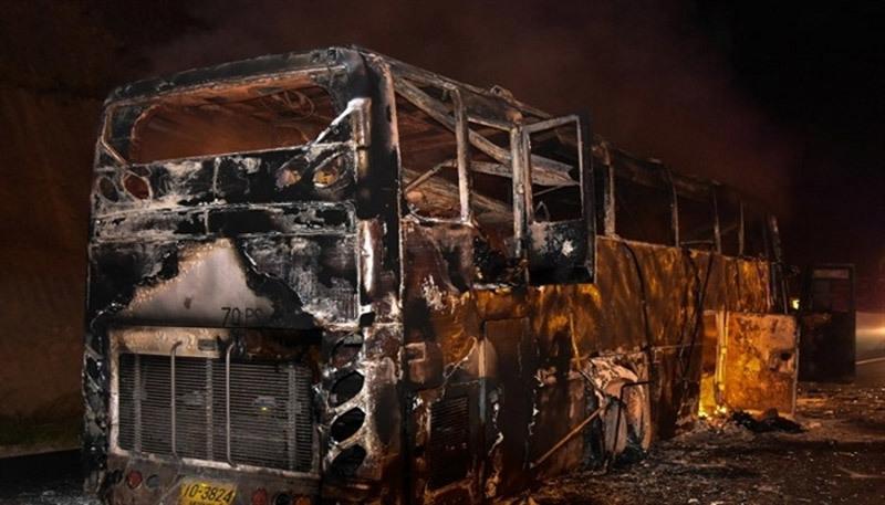 Xe buýt bốc cháy thành tro, 20 người chết thảm