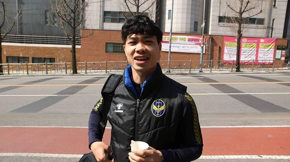 Công Phượng đẹp trai, cực lầy với đồng đội Incheon trên đài Hàn Quốc