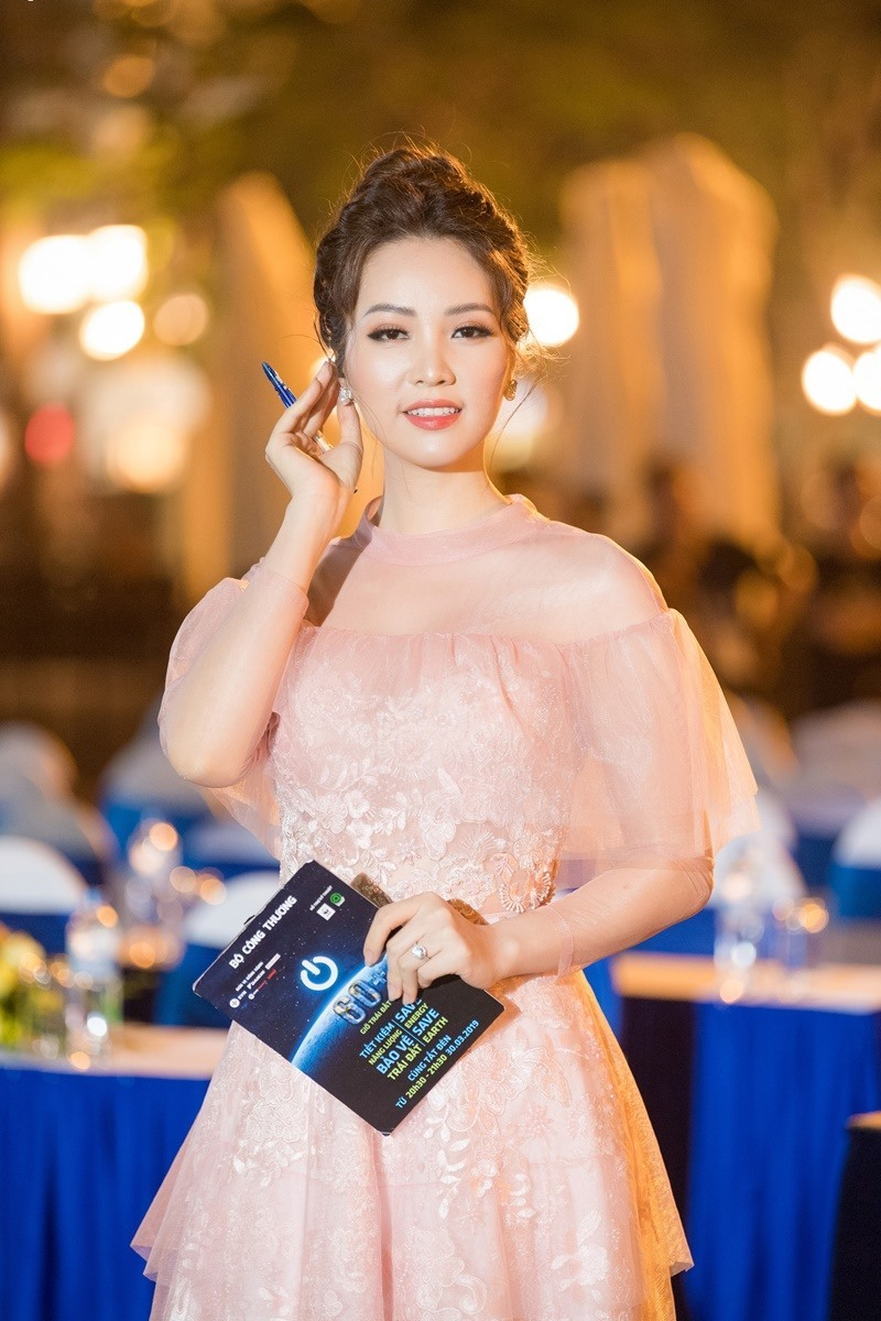 Thụy Vân: 'H'Hen Niê luôn nói lời cám ơn mỗi khi được tôi phỏng vấn'