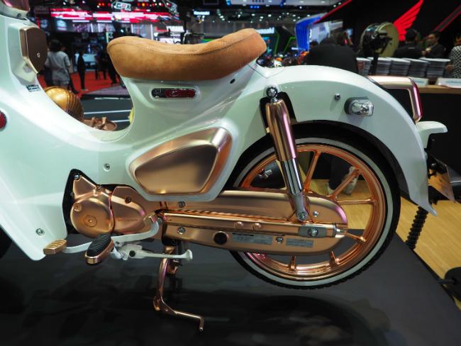 Huyền thoại Honda Cub C125 vàng đồng tuyệt đẹp