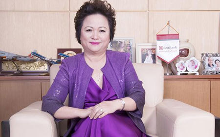 Female tycoon leaves post, daughter makes US$1 billion
