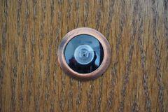 Phát hiện nhiều camera quay lén trong phòng cho thuê của Airbnb