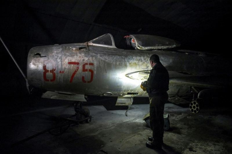 Bên trong ngọn núi chứa đầy tiêm kích MiG