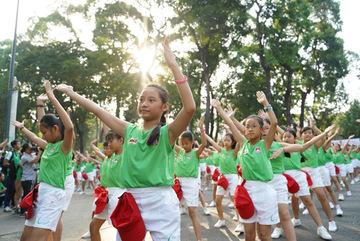 2000 học sinh đồng diễn trong Ngày chạy Olympic vì sức khỏe toàn dân
