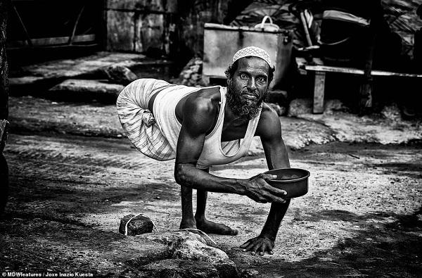 Những mảnh đời khốn khổ tại khu ổ chuột nghèo nhất thế giới