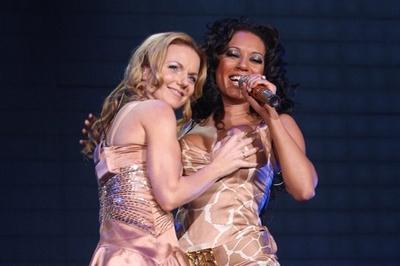 Geri Halliwell lên tiếng về 'tình một đêm' đồng giới với Mel B