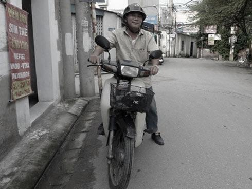 Vị cảnh sát giao thông tốt bụng, chạy xe ôm kiếm sống qua đời ở tuổi 62