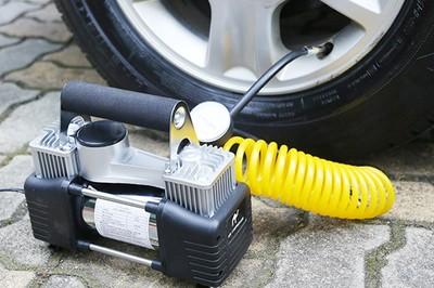 Sai lầm khi dùng bơm ô tô mini khiến 'xế hộp' nhanh tàn