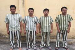 Nhóm người Trung Quốc đánh bạc trong công ty