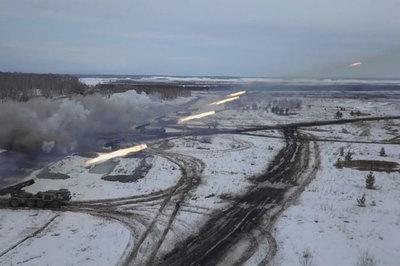 Lục quân Nga phóng tên lửa như mưa