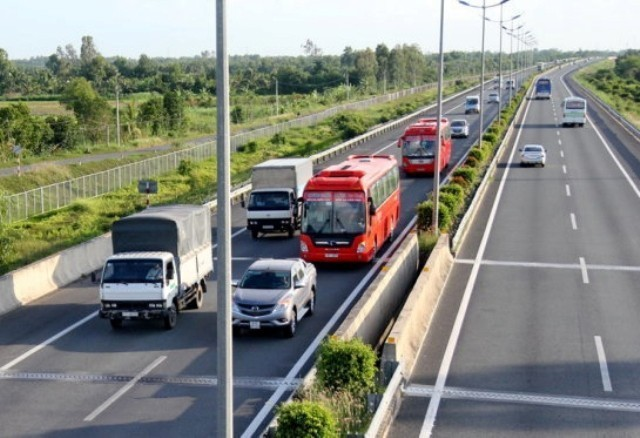 Muốn dừng xe ngủ ở trên cao tốc: Cần đặt biển báo