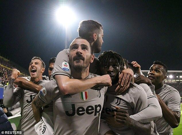 Hạ đẹp Cagliari, Juventus chạm một tay vào ngôi vương