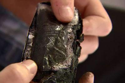 Thiếu niên mù mắt vì bẻ pin iPhone