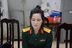Người phụ nữ giả danh sĩ quan quân đội khai mặc quân phục chụp ảnh khoe mẽ