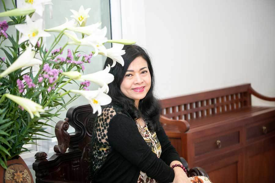 Chế Linh khoe hình ảnh ngọt ngào bên vợ thứ tư