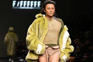 Tài tử 'Hoàn Châu Cách Cách' mặc quần lót catwalk phản cảm