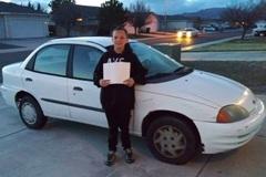 Bé 13 tuổi đi làm thêm để mua xe hơi tặng mẹ