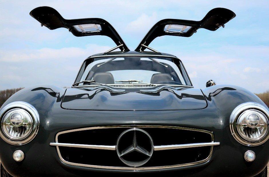 Ngắm xe Mercedes-Benz SLK độ hoài cổ giá ngang siêu xe