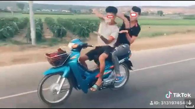 Không đội mũ bảo hiểm,lái xe bất cẩn,tai nạn giao thông