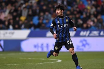 Công Phượng lần đầu đá chính K-League: Bầu Đức vui mà lo