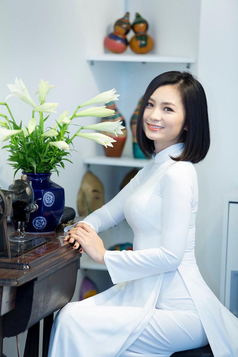 Lương Giang mở thêm phòng tranh, dạy trẻ em tự kỷ tập vẽ