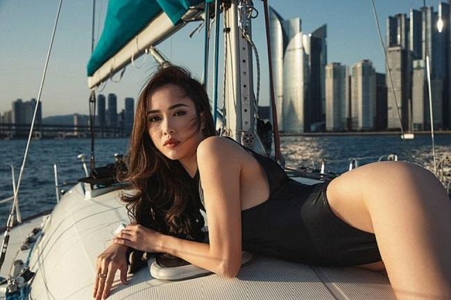 Mỹ nhân showbiz Việt khoe dáng gợi cảm với áo tắm 'siêu nhỏ'