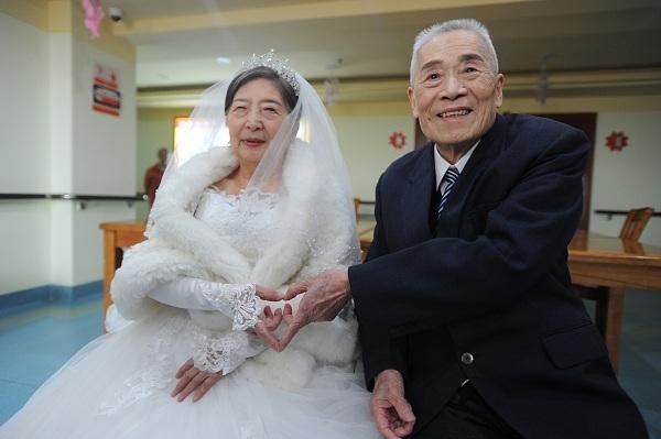 Tình yêu không tuổi của cụ ông 96 và cụ bà 85