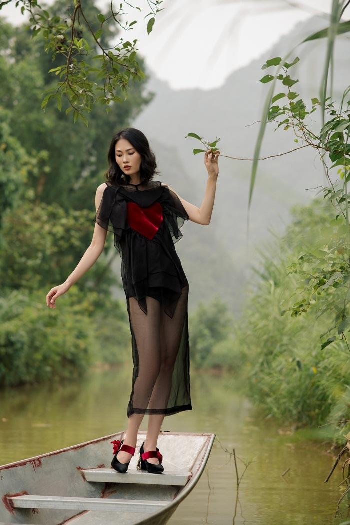 Quán quân Next Top Mai Giang hở táo bạo giữa thiên nhiên