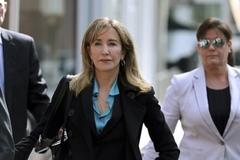 Sao Hollywood đối mặt mức án 20 năm tù vì chạy trường cho con