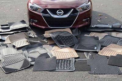 Lắp thảm trải sàn cho ô tô - Cẩn thận kẻo kẹt chân ga!
