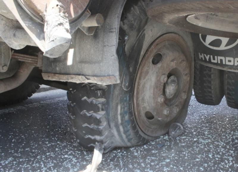 Những 'độc chiêu' nên làm khi xe nổ lốp giữa đường