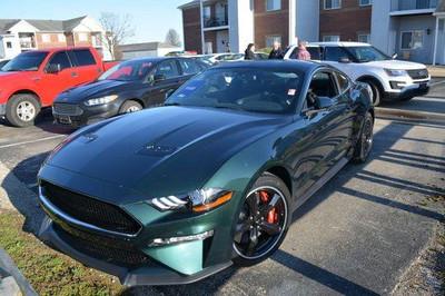 Lấy cắp Ford Mustang đặc biệt, tên trộm đâm vỡ kính showroom tẩu thoát
