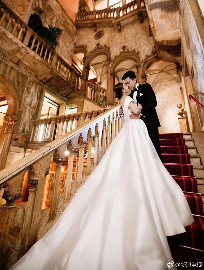 'Thần tiên tỷ tỷ 2019' Văn Vịnh San tổ chức lễ cưới với đại gia
