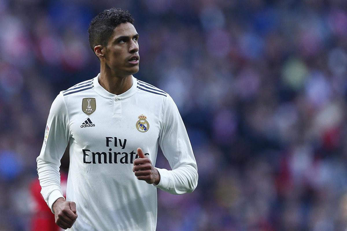 Real Madrid tăng lương, Varane 'lật kèo' MU