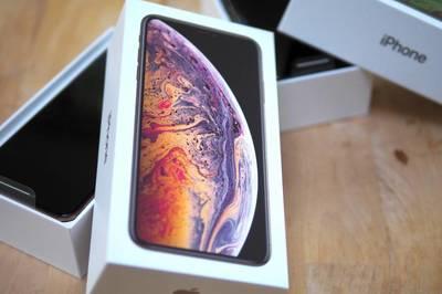 Kiếm gần triệu USD bằng cách đổi iPhone giả