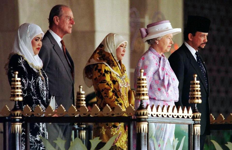 Quốc vương Brunei,Hassanal Bolkiah,Brunei,cuộc sống xa hoa,dầu mỏ