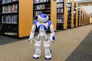 Trường ĐH tuyển robot thay gần 20 nhân viên thư viện