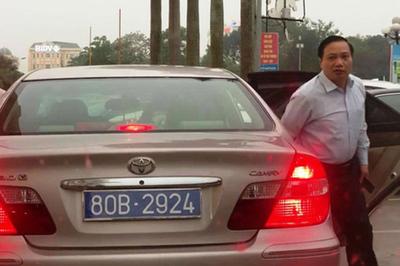 Phó bí thư tỉnh đi ô tô có 2 biển số xanh