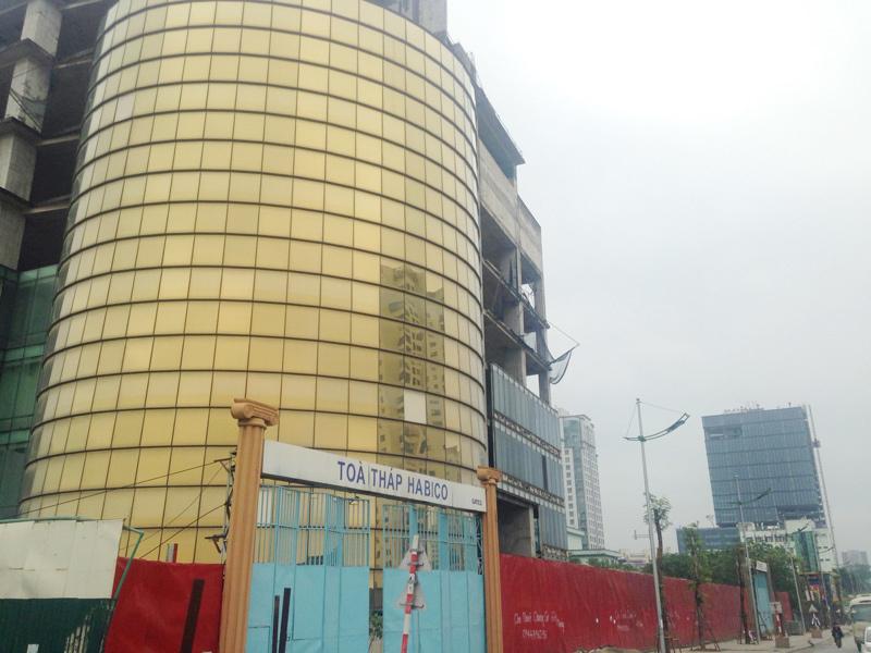 Tòa tháp dát vàng bỏ hoang 10 năm, lùm xùm tố nhau 100 triệu USD