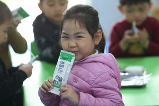 Gần 1 triệu trẻ em Hà Nội uống 'Sữa học đường'