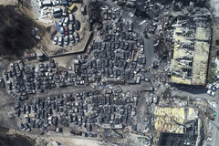 Thị trấn Hàn Quốc bốc cháy ngùn ngụt, xe cộ biến thành tro