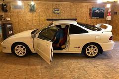 Xế độc Acura bị giấu kín gần 20 năm trong 'mật thất' ở kho thóc