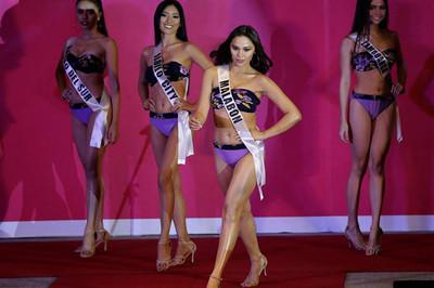 Lộ bụng mỡ, đùi to, thí sinh Hoa hậu Philippines khiến khán giả ngán ngẩm