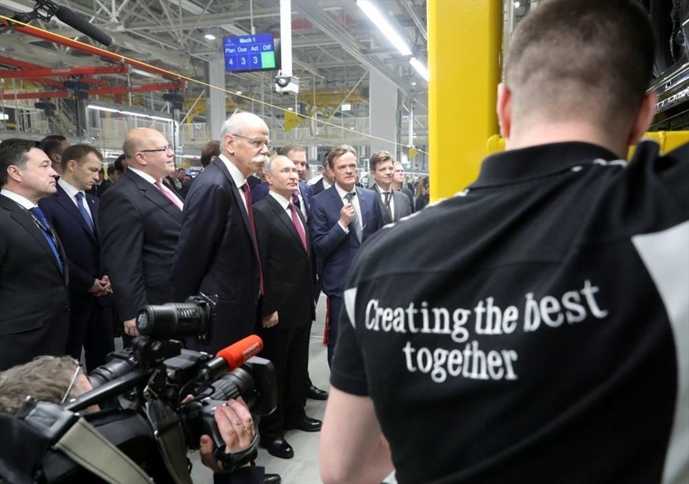 Limo của Tổng thống Putin gây xôn xao nhà máy Mercedes đầu tiên ở Nga
