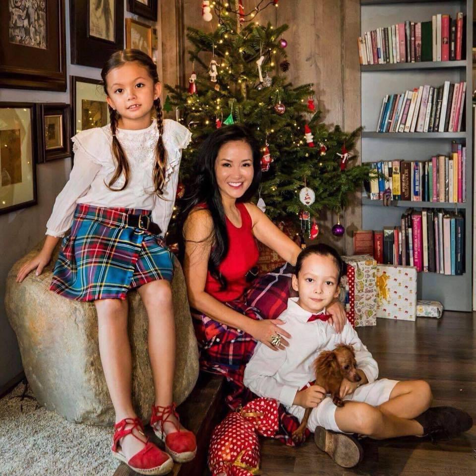 Sau tiệc cưới của chồng cũ, Hồng Nhung viết lời xúc động gửi các con