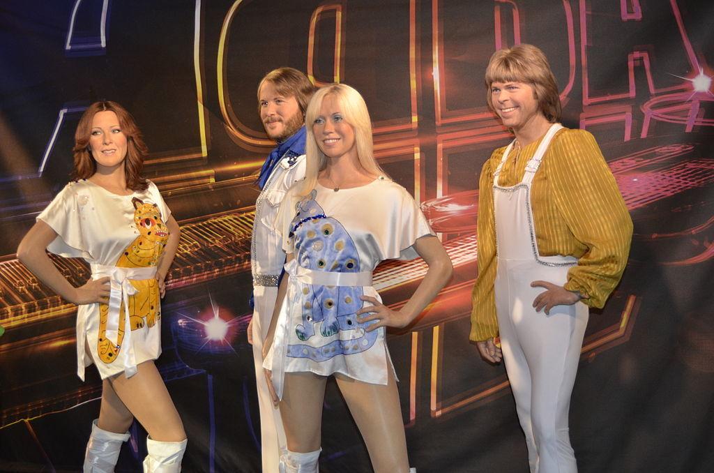 ABBA chính thức quay trở lại sau 37 năm vắng bóng
