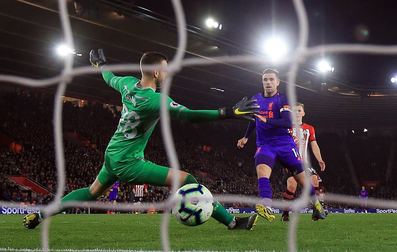 Salah bừng sáng, Liverpool đòi lại vị trí số 1 từ Man City