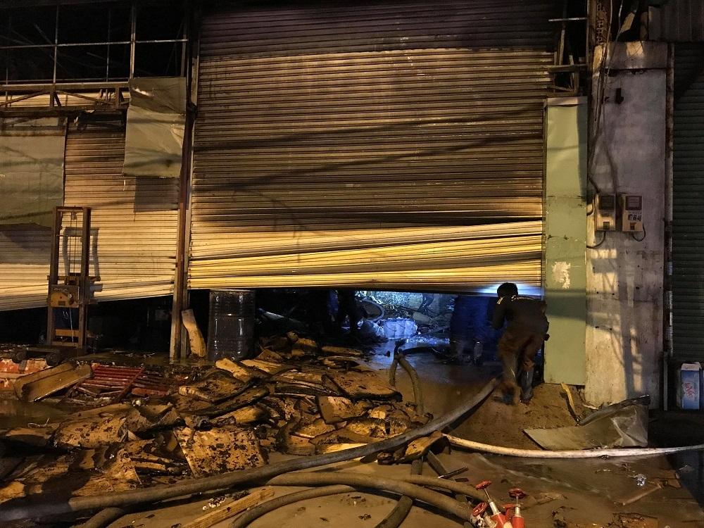 Cháy showroom điện máy ở Sài Gòn, nhiều tài sản bị thiêu rụi