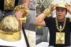 Phúc XO lại chơi bạo: Mũ vàng 2kg, đính tên bằng 260 viên kim cương